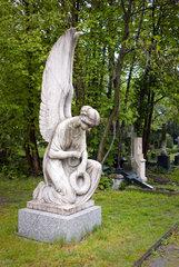 Berlin  Deutschland  Marmorengel auf dem alten Domfriedhof der St. Hedwigsgemeinde