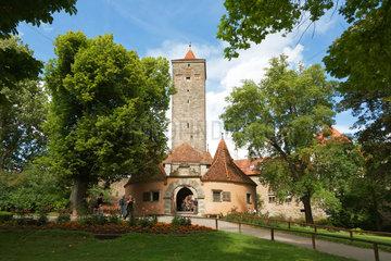 Rothenburg ob der Tauber  Deutschland  Blick vom Burggarten auf das Burgtor