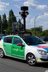 Potsdam  Deutschland  ein Auto mit Kamera von Google Street View