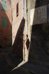 Draguignan  Frankreich  Wohnhaeuser in der Kleinstadt Draguignan im Departement Var