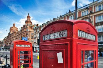 London  Grossbritannien  typische englische Telefonzellen