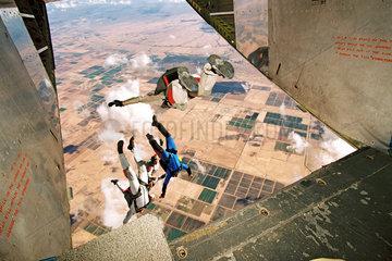 Kommandospezialkraefte der Bundeswehr  Training  Fallschirmspringen  USA  2002