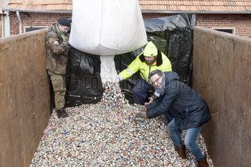 Weltrekord erneut geknackt: 16 5 Millionen Kronkorken fuer den guten Zweck