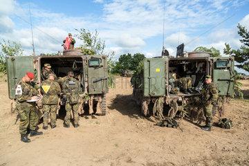 Gardelegen  Deutschland  Vorbereitung einer Uebung einer Panzergrenadierkompanie