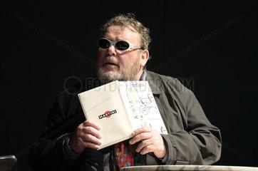 Theaterproduktion Monsieur Pierre geht online   Komoedie am Kurfuerstendamm im Schiller Theater