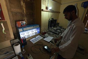 Thatta  Pakistan  Untersuchung verschiedener Wasserproben