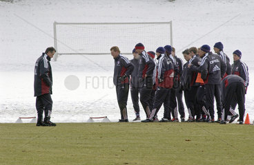Trainer Ottmar Hitzfeld  Training FC Bayern Muenchen  2002