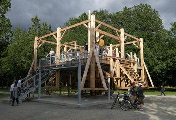 Kassel  Deutschland  Installation Scaffold auf der documenta in der Karlsaue