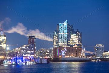 Elbphilharmonie zur blauen Stunde