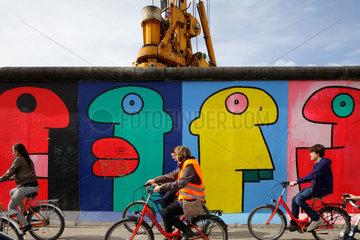 Berlin  Deutschland  Bauarbeiten hinter der East-Side-Gallery