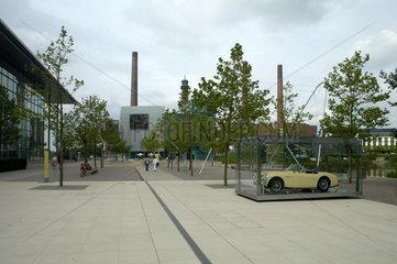 Wolfsburg  Deutschland  das Zeithaus und das Konzernforum in der Autostadt