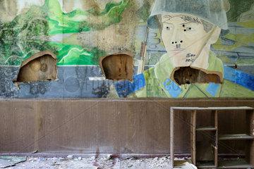 Gross Doelln  Deutschland  Portraet eines sowjetischen Soldaten in einer ehemaligen Kaserne
