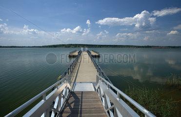 Senftenberg  Deutschland  schwimmender Steg im Sedlitzer See