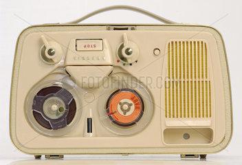 Tonbandgeraet Grundig Modell TK 1 Luxus  erstes tragbares Tonbandgeraet aus Deutschland  1960