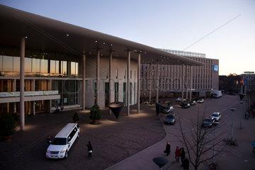 Freiburg  Deutschland  Konzerthaus mit Stretchlimosine