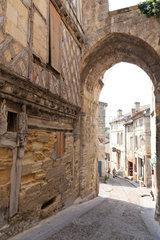 Saint-Emilion  Frankreich  enge Gassen und alte Haeuser