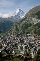 Zermatt  Schweiz  Stadtansicht mit dem Matterhorn im Hintergrund