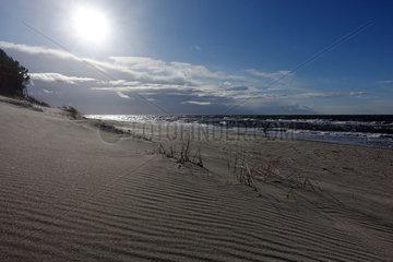 Kolberg  Polen  einsamer Strandabschnitt an der Ostseekueste
