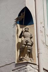 Caromb  Frankreich  Statue eines Kreuzritters an einer Haeuserecke