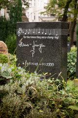 Berlin  Deutschland  ein Grabstein auf dem Alten St.-Matthaeus-Kirchhof Berlin