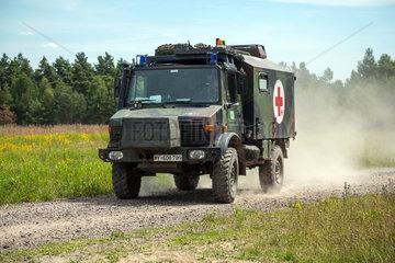 Gardelegen  Deutschland  UNIMOG einer beweglichen Arzttruppe der Bundeswehr