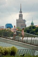 Warschau  Polen  auf dem Dachgarten der Bibliothek der Universitaet Warschau