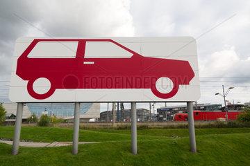 Wolfsburg  Deutschland  grafische Darstellung eines Autos auf Stelzen