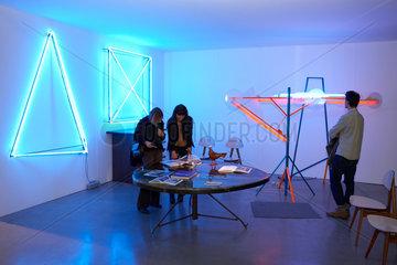 Mailand  Italien  Besucher auf der Kunstmesse MiArt