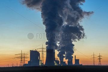 Kohlekraftwerk Neurath nachts