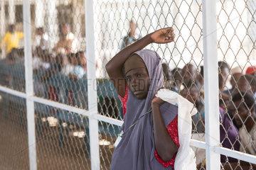 Kakuma  Kenia - Nahrungsmittelausgabe der humanitaeren Hilfsorganisation World Food Programm im Fluechtlingslager Kakuma.