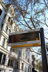 Berlin  Deutschland  Anzeigetafel fuer die Abfahrtszeiten der Buslinien der BVG