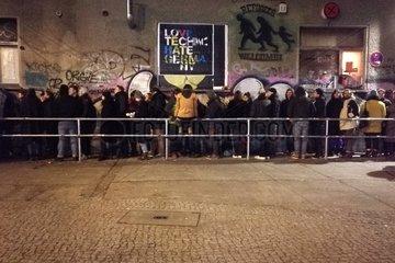 Warteschlange vor Technoclub About Blank