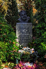 Berlin  Deutschland  Grab von Heinrich George auf dem Friedhof Zehlendorf
