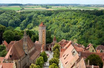 Rothenburg ob der Tauber  Deutschland  Blick vom Rathausturm auf den Burgturm