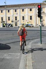 Radfahrerin in rOM