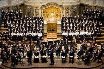 Dresden  Deutschland  der Kreuzchor und die Dresdner Philharmonie in der Kreuzkirche