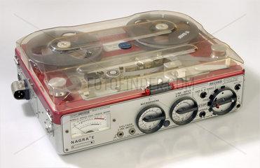 tragbares Tonbandgeraet von Nagra  Schweiz  1976