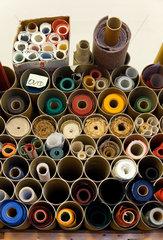 Berlin  Deutschland  farbige Einbandpapiere und -stoffe in einer Buchbinderei