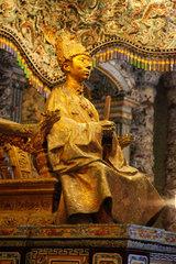 Hue  Vietnam  Figur des Kaisers Minh Mang im Mausoleum des Kaisergrabs von Minh Mang