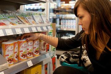 Berlin  Deutschland  in einem Veganz-Supermarkt fuer vegane Ernaehrung
