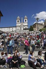 Touristen an die Spanische Treppe.
