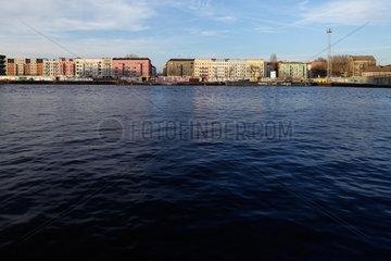 Berlin  Deutschland  Haeuserfront der Altbauten an der Stralauer Allee