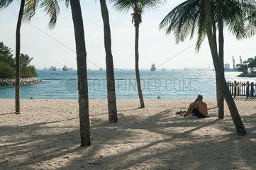 Singapur  Republik Singapur  Asien  Besucher am Tanjong Strand auf Sentosa