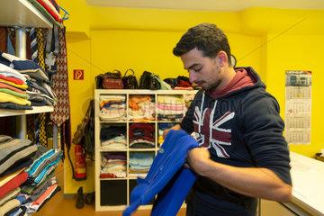 Bremen  Deutschland  syrischer Fluechtling bei der Inneren Mission