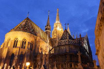Budapest  Ungarn  die Matthiaskirche an der Fischerbastei (Halaszbastya)