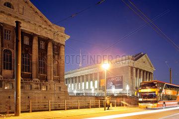 Berlin  Deutschland  das Pergamonmuseum auf der Museumsinsel bei Nacht