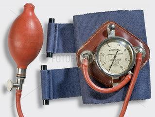 Blutdruckmessgerat  Frankreich  1935