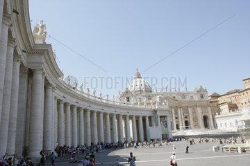 Menschen auf dem Petersplatz