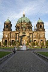 Berlin  Deutschland  der Berliner Dom in der Abendsonne
