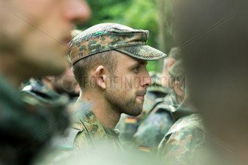 Illkirch-Grafenstaden  Frankreich  Soldaten des JgBtl 291 bei einer Fortbildung im Wald